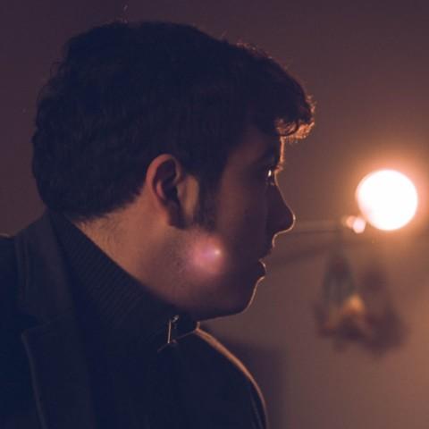 POP – Ulični muzičar s gitarom na leđima i pločom pod miškom