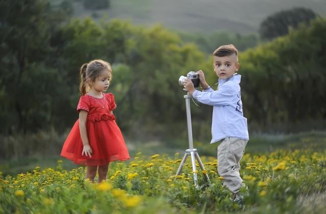 DEVOJČICA SA FOTOGRAFIJE