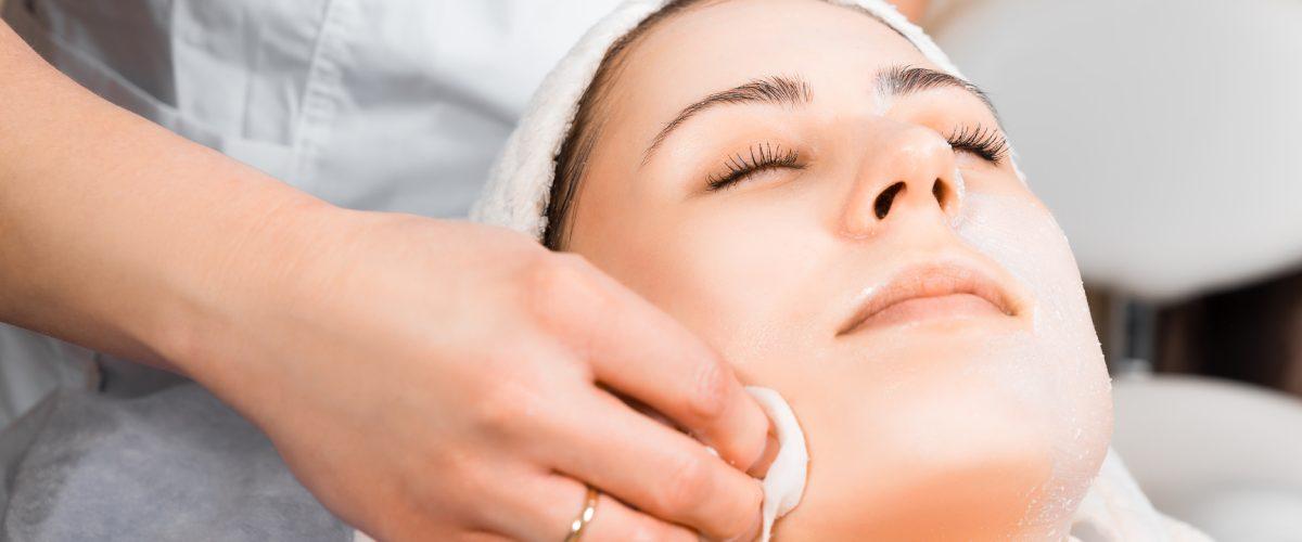 Hemijski piling lica – tretman koji svaka koža priželjkuje