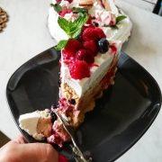 Osvežavajuća poslastica: Kremasta torta sa mascarpone sirom i malinama