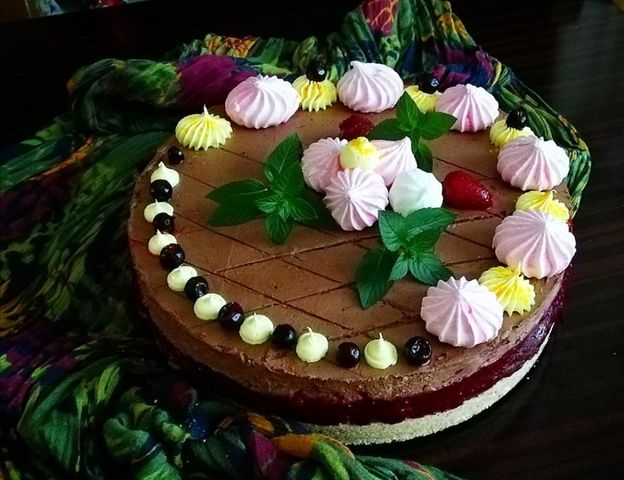 Ganache torta sa želeom od crvenog voća