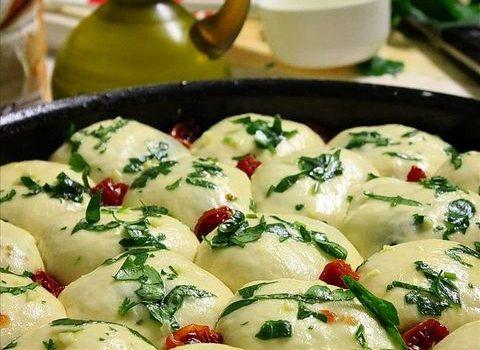 Mozzarella hleb sa peršunom i belim lukom