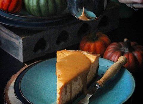 Savršen slatkiš: Cheesecake sa bundevom i karamel prelivom