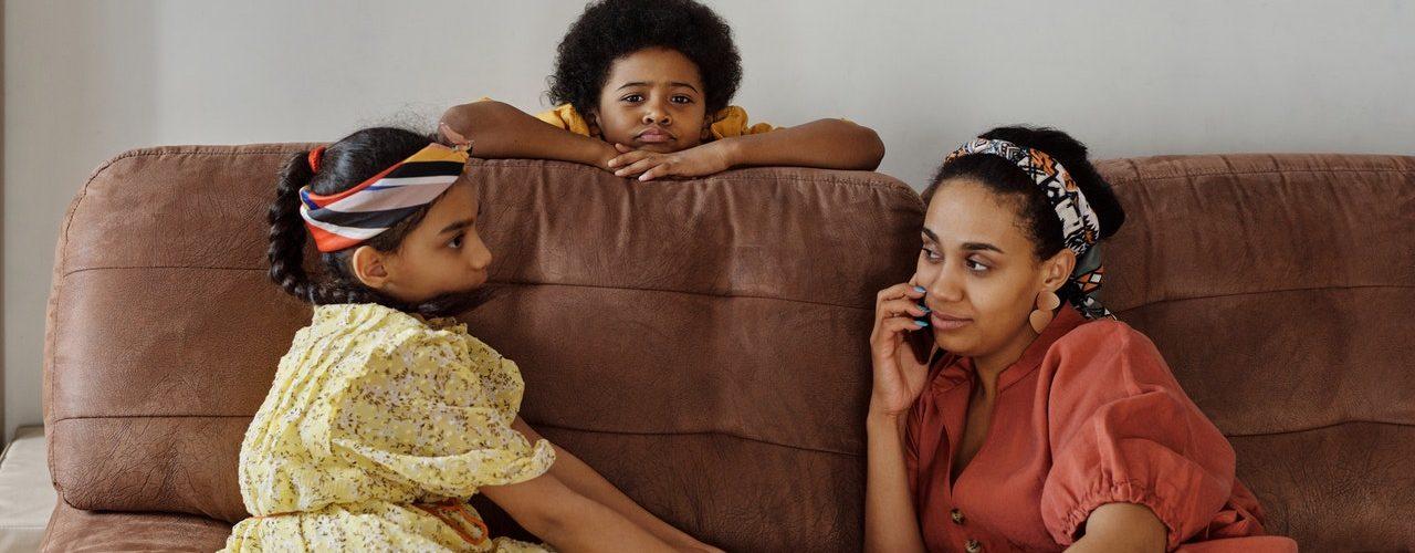 Pokazatelji da ste odrastali pored narcisoidne majke