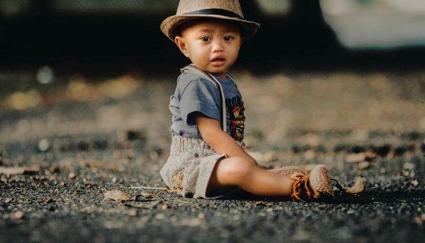 Ko su i ko postanu deca koja odrastu bez roditelja?
