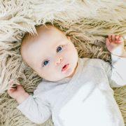 Kako pomoći bebama koje imaju grčeve?
