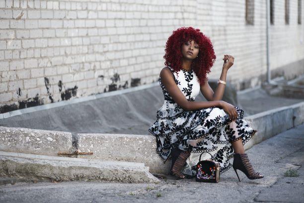 """MODNI MINIMALIZAM:  Šta je """"modna kapsula"""" i zašto je žene sve više primenjuju?"""
