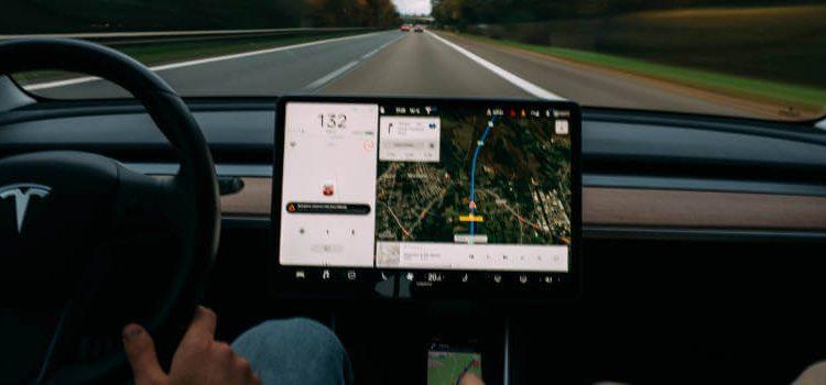 Oprema za mobilne telefone koja će vam biti korisna tokom vožnje