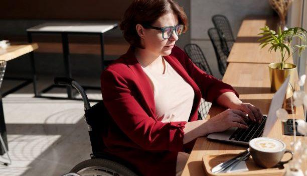 Osobe sa invaliditetom na marginama društva