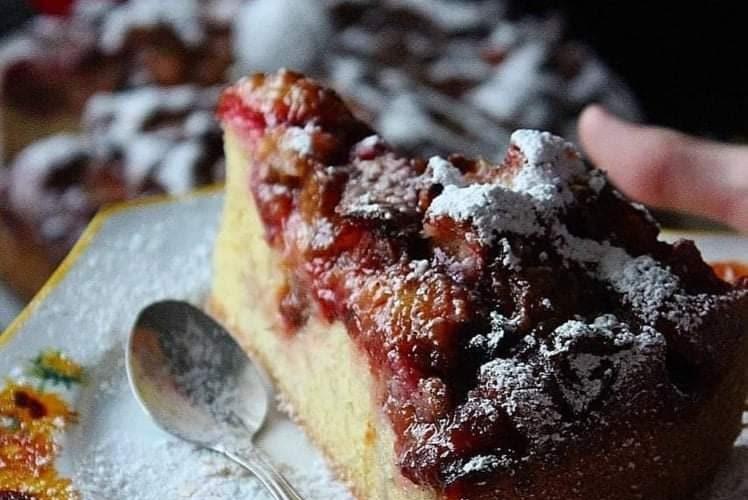 Poslastica za svaki dan: Jednostavan kolač od šljiva